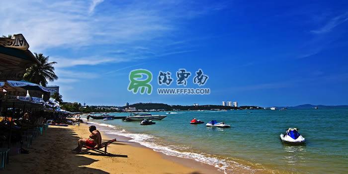 """泰国芭提雅有着东南亚经典的海水,沙滩,被人们称作是""""东方夏威夷""""."""