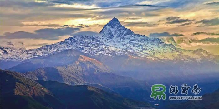 博克拉市今后将推出针对昆明的优惠旅游方案,进一步开展旅游探险等领域合作。 博克拉市位于尼泊尔中部,海拔900米,是尼泊尔著名的旅游城市,风景优美,文化独特。博克拉90%的从业人员都从事和旅游相关的工作,有100多家旅游企业,400多家饭店,包括中餐馆。  昆明和博克拉两市在气候、环境等方面有着很多相似之处,在旅游、探险、登山等项目方面有着很大的合作空间。两市结为友好城市,将推动两市的交往,分享社会经济方面的观念,拓展更多的合作领域。 昆明、广州、香港、成都4个城市有直飞尼泊尔首都加德满都的航班,加德满都到